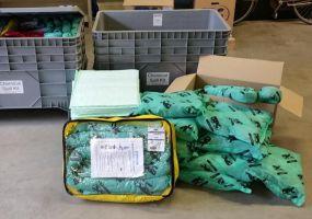 Chemicalien spill kit 300 ltr opgeborgen in een degelijke grijze kunststof box